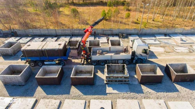 Nakládka betonových žump k dopravě