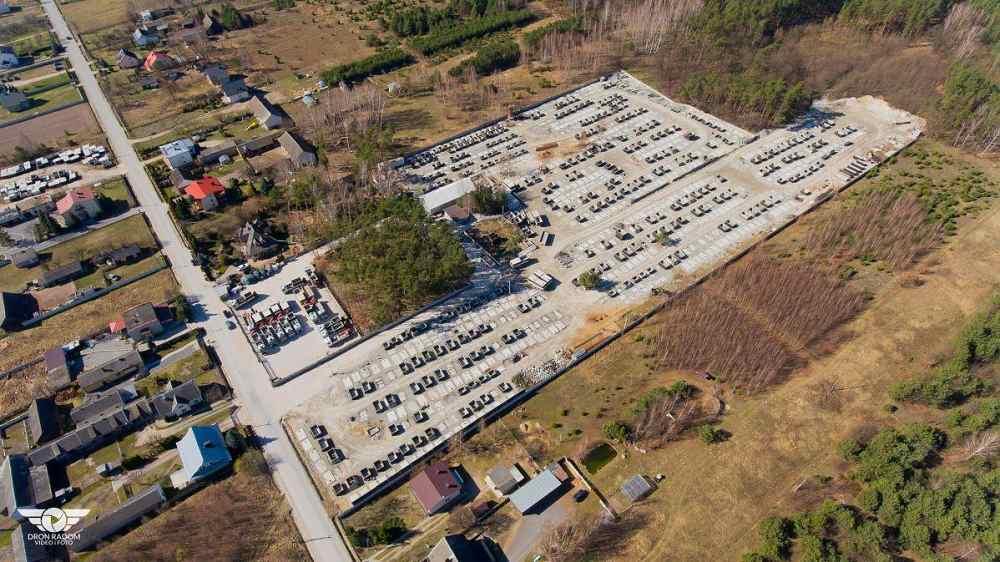 Letecký pohled na výrobu betonových žump a septiků