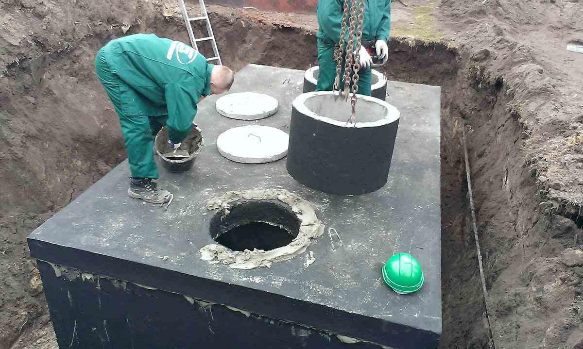 Usazení betonového septiku - montáž vstupního komínu