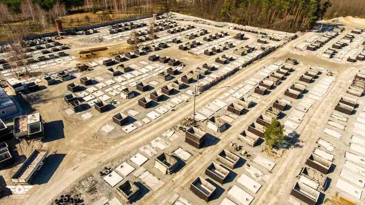 Skladovací místo výroby betonových žump a septiků