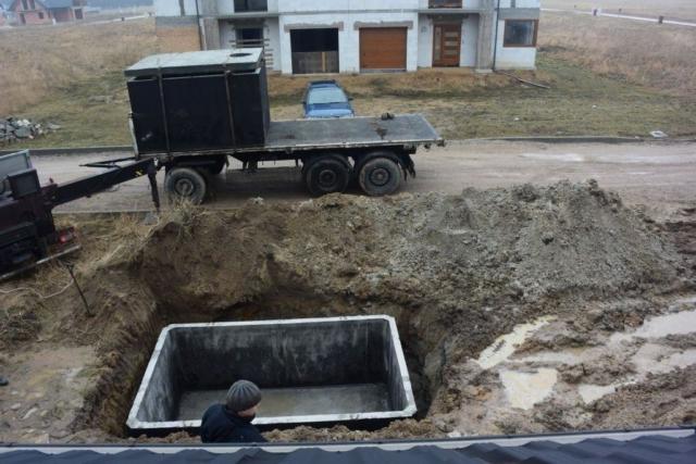 Usazení betonové žumpy u rodinného domu