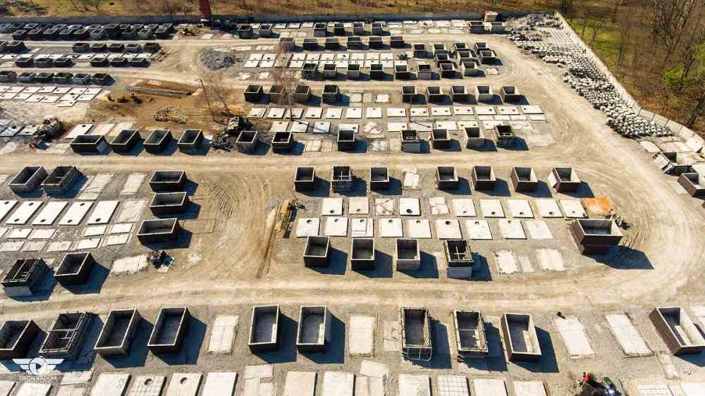 Letecký pohled na výrobu betonových jímek